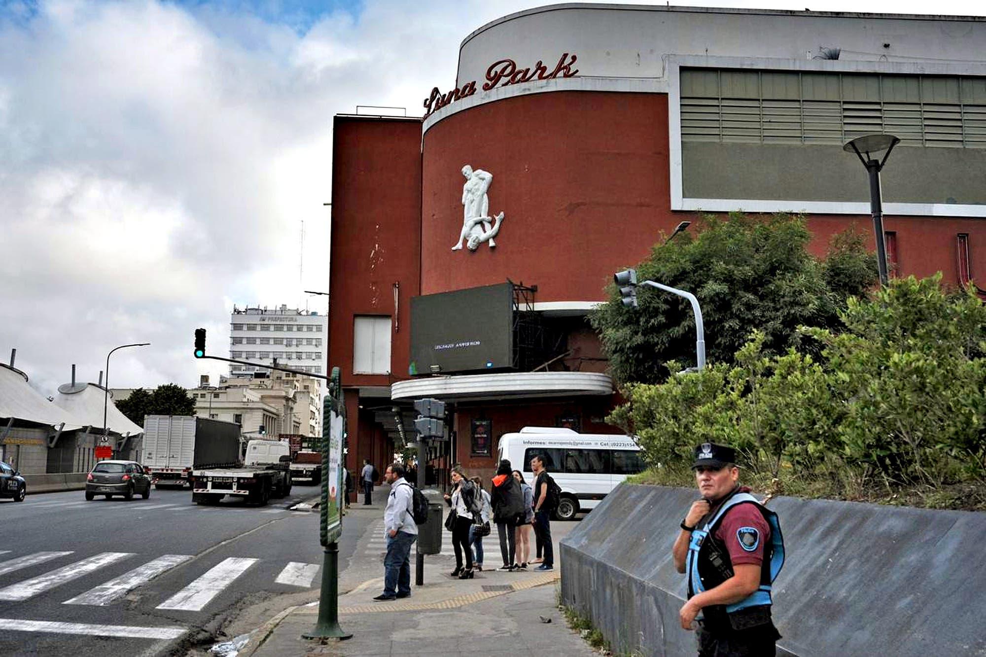 G20: asaltaron y golpearon a un conocido académico canadiense en el límite entre San Nicolás y Puerto Madero