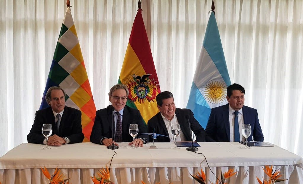 La Argentina le dará un avión a Bolivia si le vende más gas en invierno