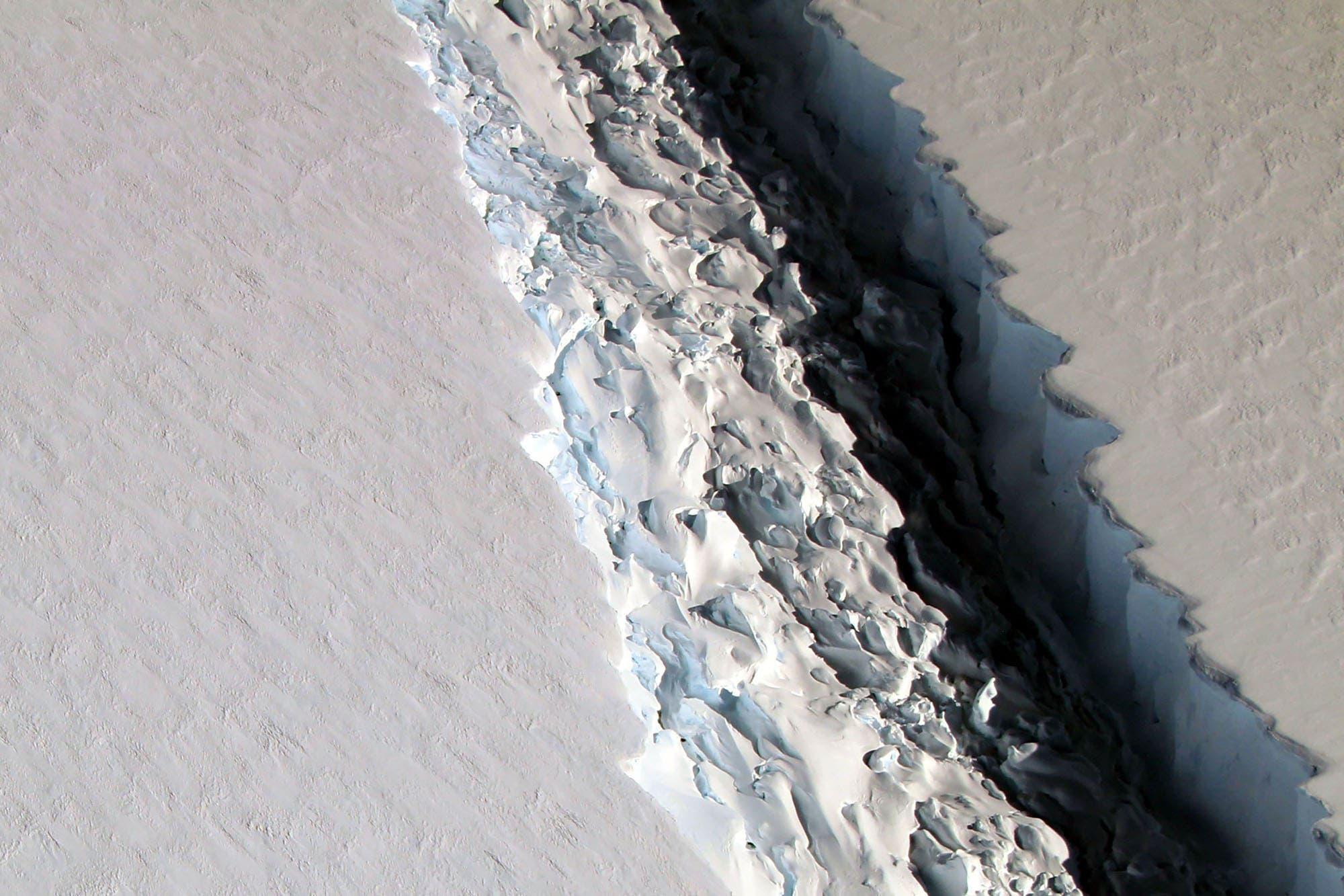 La Antártida se divide en icebergs gigantes que pueden producir desastres en el futuro del planeta