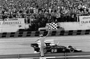 Emerson Fittipaldi soportó el encierro de los Tyrrell y se quedó con un GP fantástico en 1973