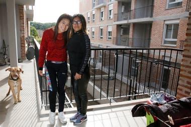 Luca Beltran y Stefani Loja nuevas viviendas de la villa Rodrigo Bueno en Costanera Sur