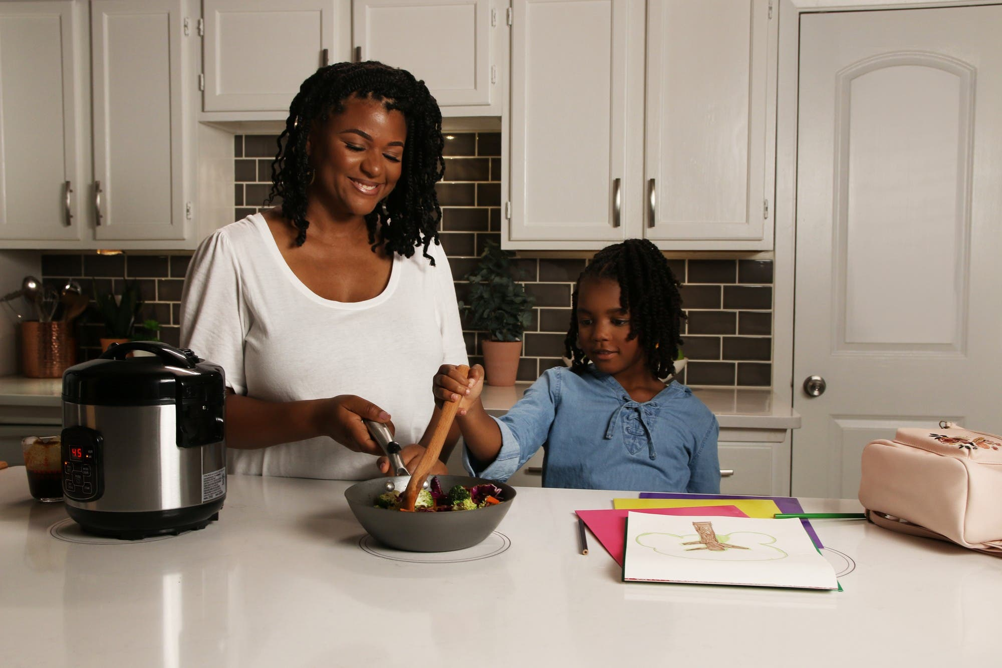 Adiós al enchufe en la cocina: los electrodomésticos del futuro tendrán carga inalámbrica