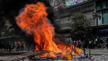"""Chile vive un estallido social con protestas en las calles de Santiago y otras ciudades de Chile exigiendo """"dignidad""""."""