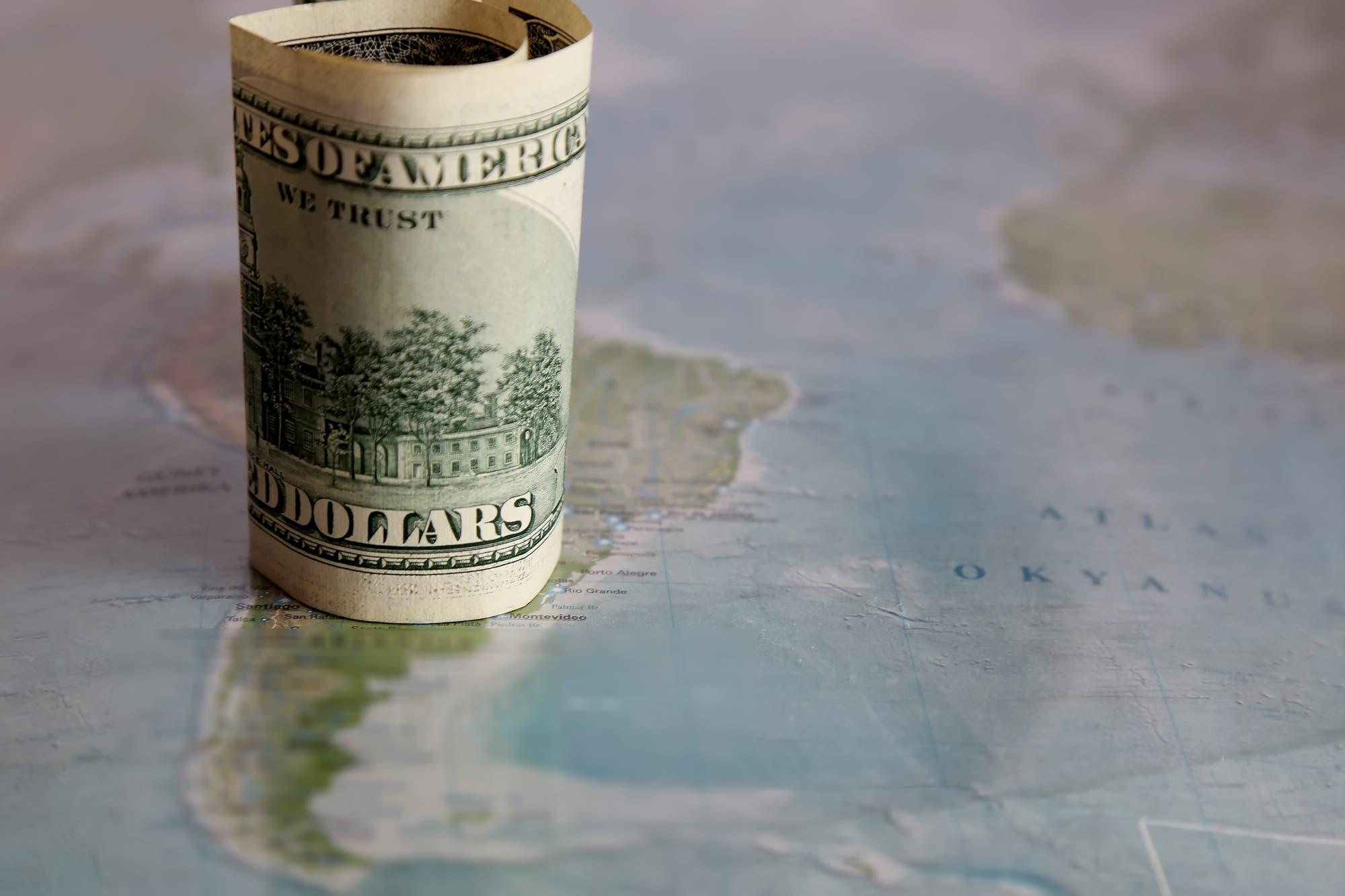 Cepo. Flexibilizan las restricciones cambiarias a empresas que ingresen dólares en el país
