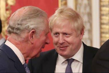 El príncipe de Gales y el primer ministro Boris Johnson