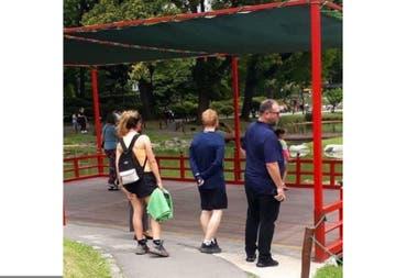 Ed Sheeran en el Jardín Japonés, una de las fotos que se había viralizado el fin de semana y aún no se sabía si era realmente el músico quien se veía de espaldas