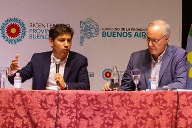 Axel Kicillof junto al ministro de Salud de la provincia de Buenos Aires, Daniel Gollán, esta mañana cuando informó sobre el ofrecimiento de médicos que realizó Cuba