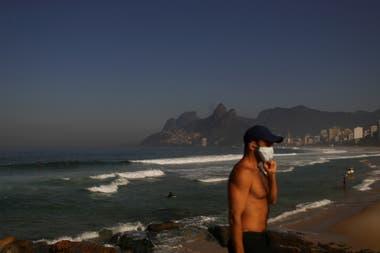 Las autoridades de Río de Janeiro solo permiten hacer actividad deportiva en las playas