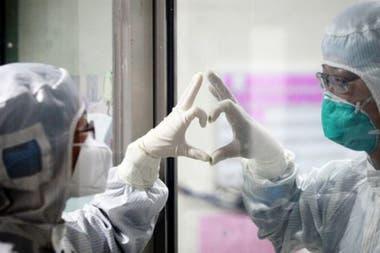 Los médicos en Wuhan alertaron de pacientes infectados con un nuevo virus desde diciembre.