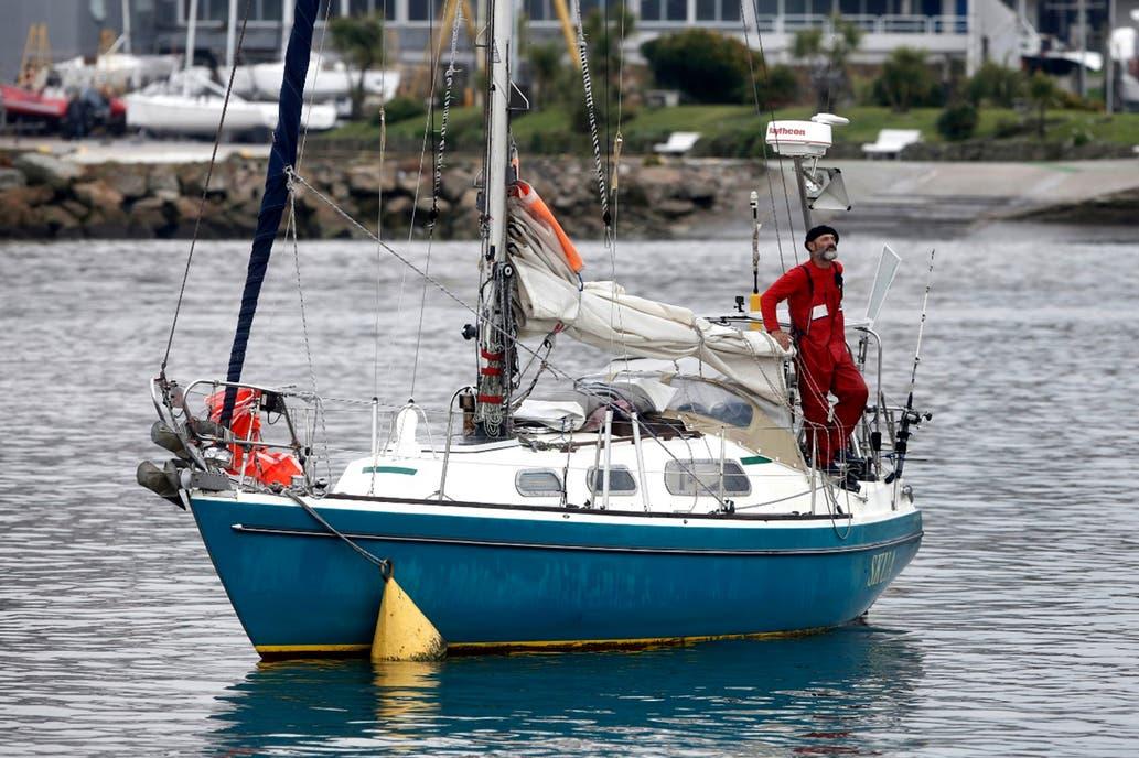 Navegante cruzó el oceáno desde Portugal a Argentina en un pequeño velero para ver a sus padres en una travesía de 3 meses