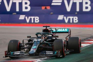 El piloto británico de Mercedes, Lewis Hamilton, busca hacer más historias