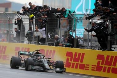 Llegada triunfal en Tuquía: Lewis Hamilton, otra vez campeón de la Fórmula 1