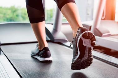 Tanto el tipo de ejercicio como las intensidades hay que adaptarlas de forma individualizada a cada persona.