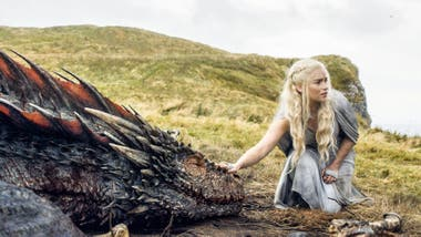Emilia Clarke como Daenerys Targaryen en Game of Thrones
