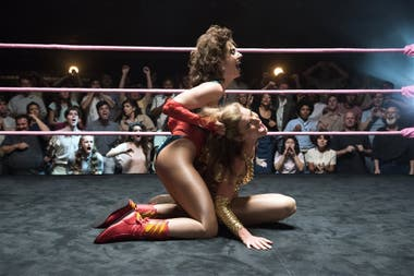 Alison Brie y Betty Gilpin, como dos enemigas íntimas dentro y fuera del ring