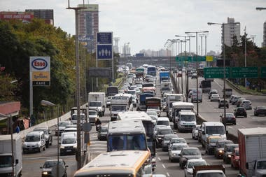Colectiveros sent the General Paz to demand security after murder of a driver in La Matanza, traffic jam in the area