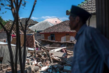 Hubo alerta de tsunami que provocó pánico entre los residentes y turistas que corrieron hacia tierras más altas