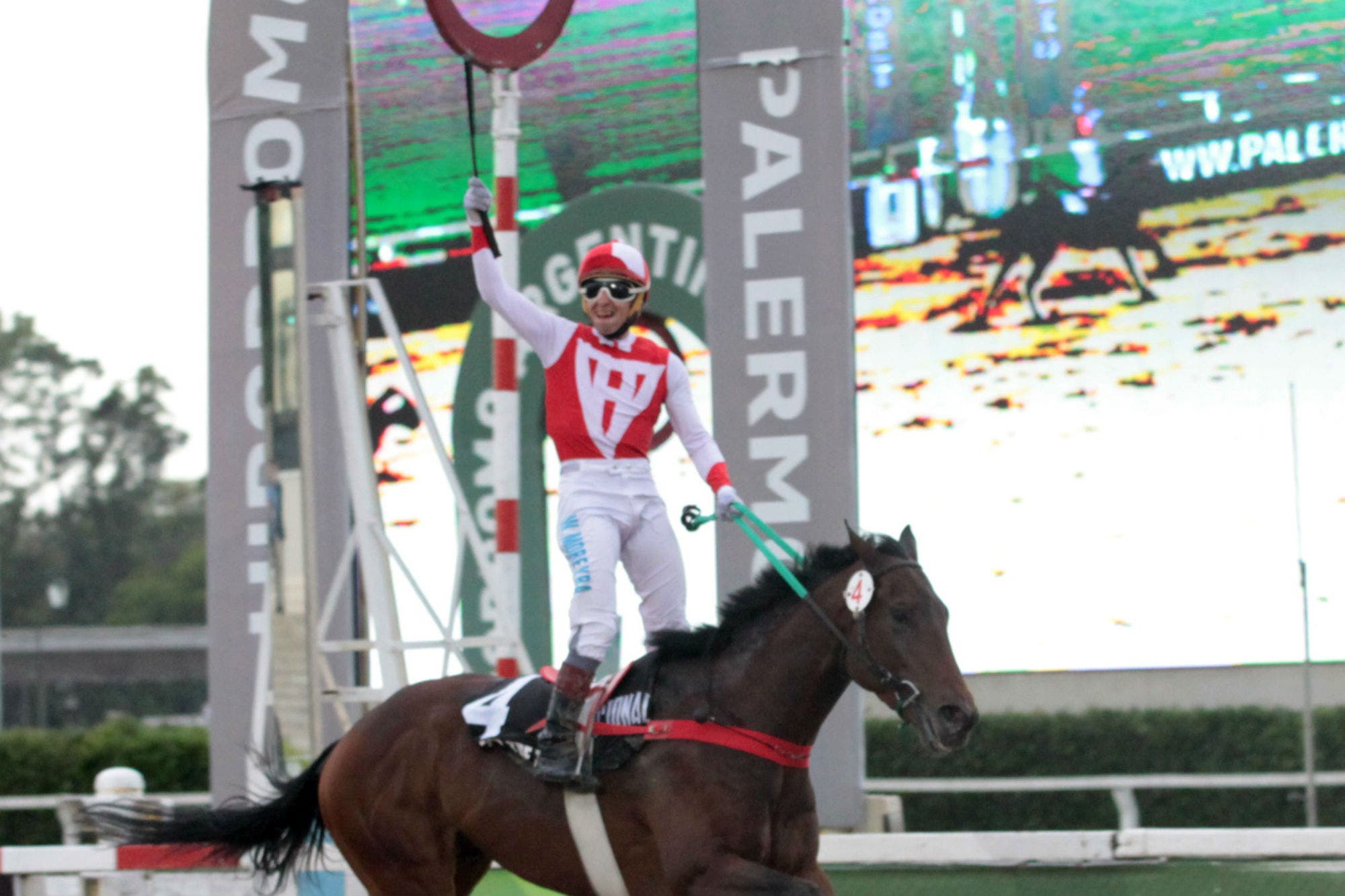 Turf: For the Top ganó el Gran Premio Nacional y otra vez festejó Wilson Moreyra
