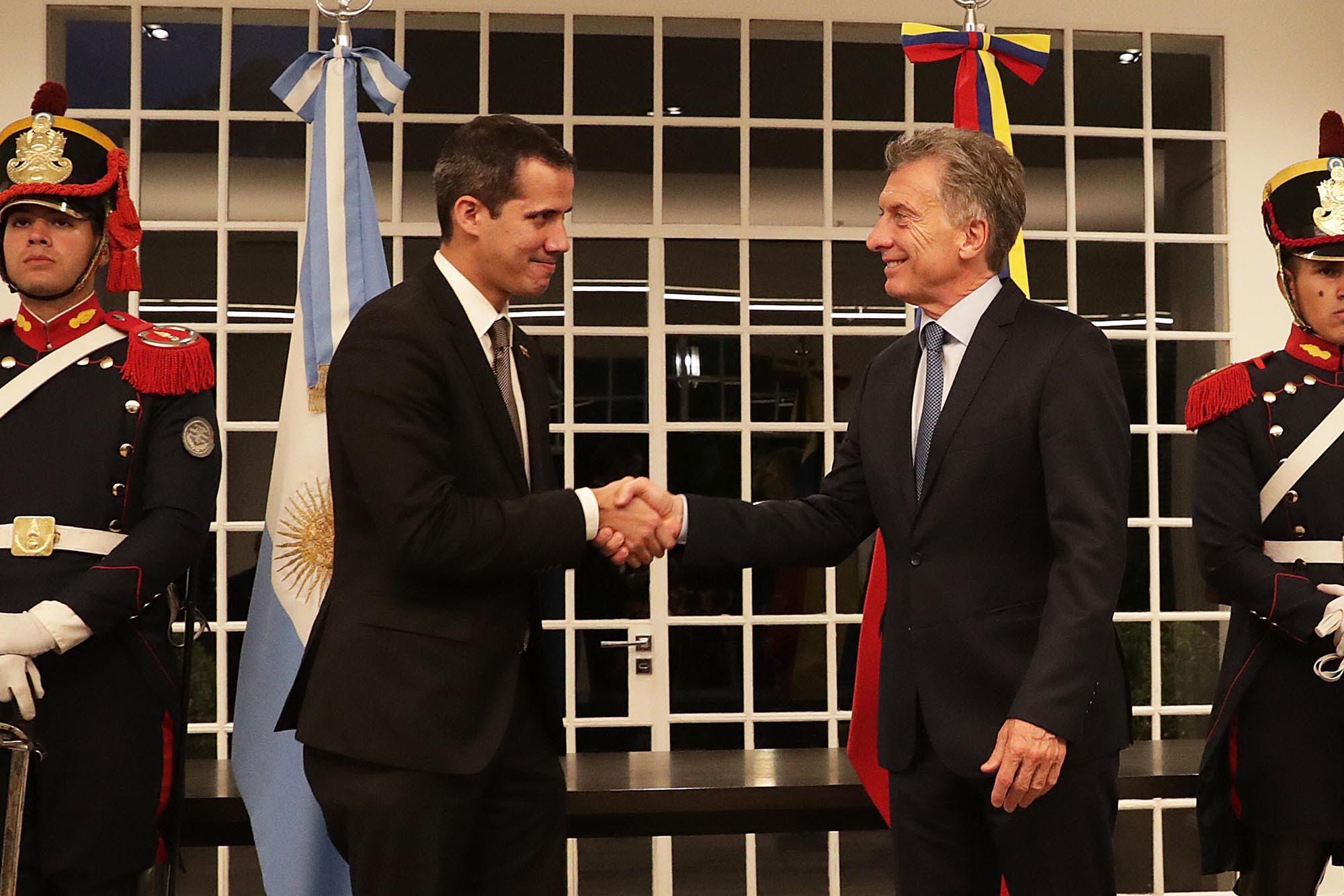 Crisis en Venezuela. Macri mantuvo una breve y cálida reunión con Guaidó en Olivos