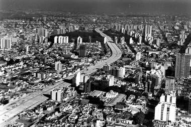 La Autopista 25 de Mayo en el año 1980
