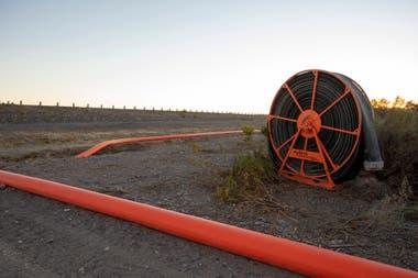 Sistema de transporte de agua utilizada en el fracking hidráulico para la explotación del petróleo y gas no convencionales. Se extiende desde el Embalse Los Barreales hasta los diversos yacimientos de Vaca Muerta
