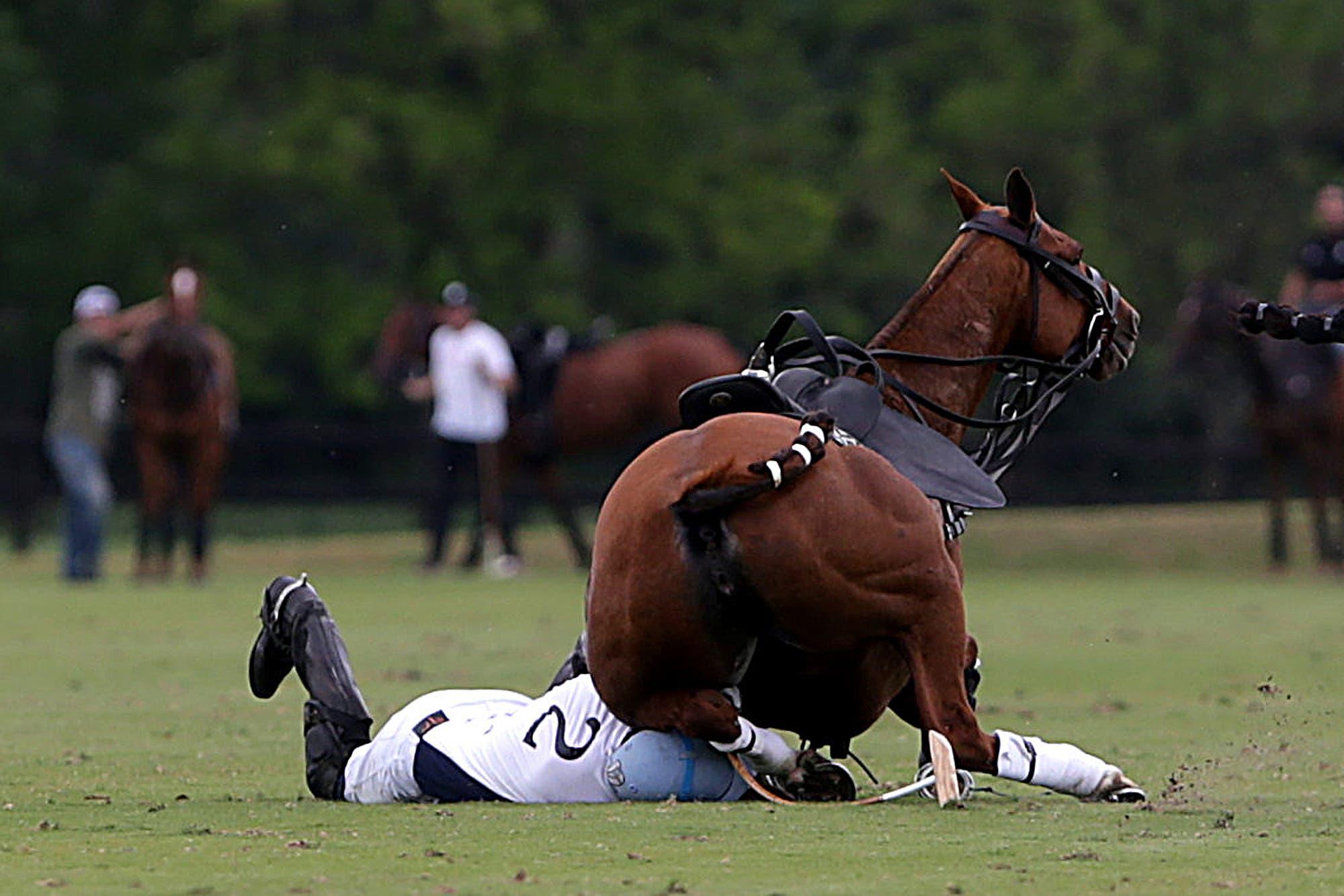 Choque y una impresionante caída en polo: Juan Zavaleta (h.) y Nicolás Pieres salieron lesionados