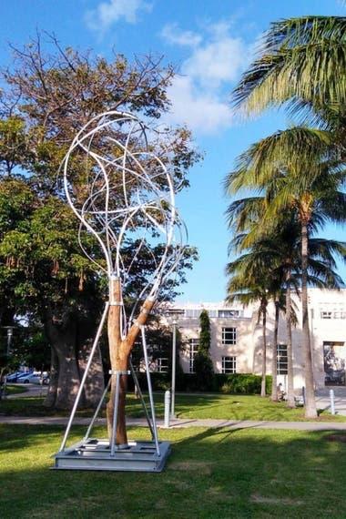 Instalación de Pablo Reinoso en Collins Park