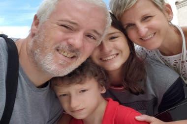 Los papás de Iñaki recorrieron más de 30 escuelas privadas en busca de una vacante para su hijo con Condición del Espectro Autista (CEA)