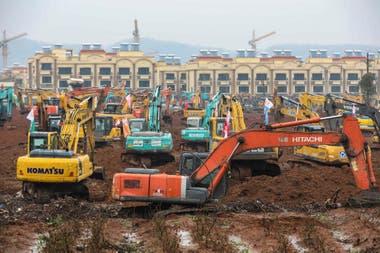 En tiempo record trabajan para construir un hospital en Wuhan