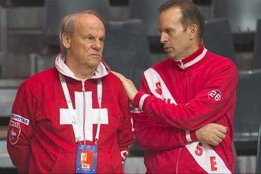 Roland Biedert (izq.), el médico que atiende a Roger Federer y podría supervisar la recuperación de Del Potro en Suiza.