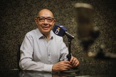Mario Pereyra conduce Juntos, en las mañanas de Cadena 3 y por la tarde regresa a la emisora para seguir trabajando en su oficina