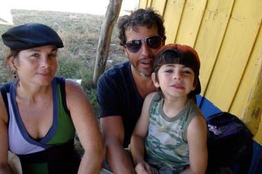 Mariana Briski junto a su esposo Hernán Ventura y su hijo Pedro