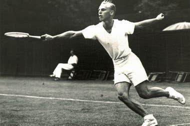 """Así describió Pancho Segura, una leyenda del tenis, a Hunt: """"Tenía el cuerpo de Charles Atlas. Atraía a las mujeres a los partidos. Era fornido, tenía un gran saque y volea""""."""