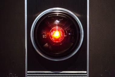 Con un toque de humor carta abierta a los esforzados cronistas de nuestro tiempo que no podrn creer a qu llambamos modernidad En la foto el perturbador ojo de HAL9000 expuesto en el Museo del Diseo de Londres