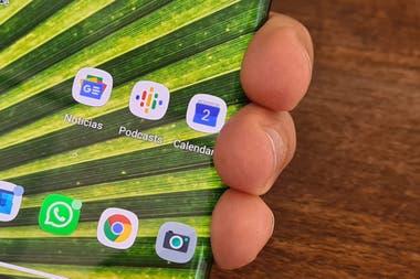 La pantalla del Motorola Edge ocupa la mitad del borde del telfono detecta e ignora los dedos cuando agarramos el telfono