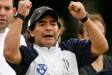 Diego Maradona y la camiseta de La Dolfina; el ex futbolista solía llamar a su amigo Cambiaso para animarlo luego de alguna derrota.