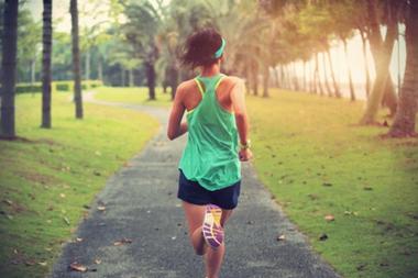 La práctica de actividad física y de ejercicio de forma regular mejoran la ansiedad, la depresión y la disfunción cognitiva