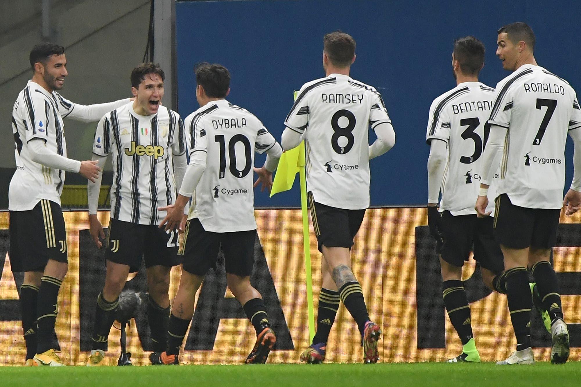 Juventus le ganó a Milan, el líder de la Serie A de Italia, y puso el campeonato al rojo vivo