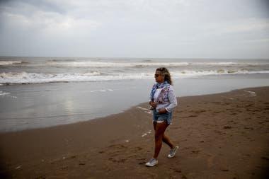 Marcela D Ambrosio, de 47 años, se reencontró con un amor adolescente y decidió vivir en Pinamar.