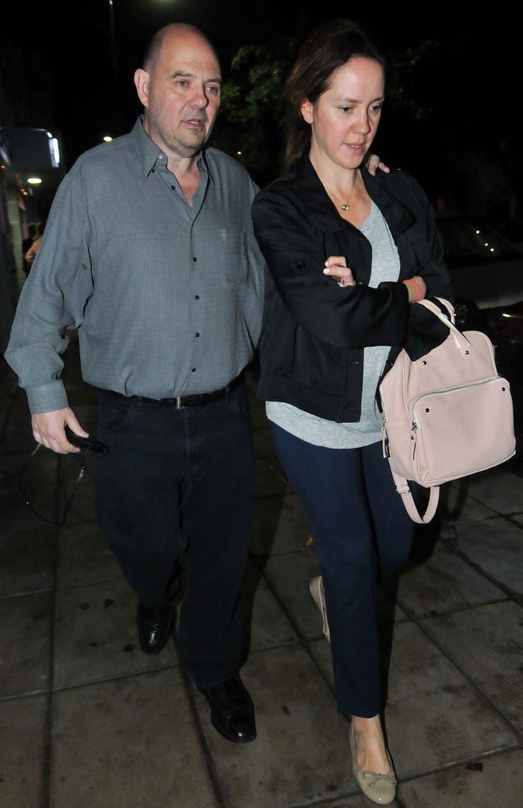Carlos Rottemberg y su mujer Karina Pérez fueron a despedir anoche los restos de Emilio Disi