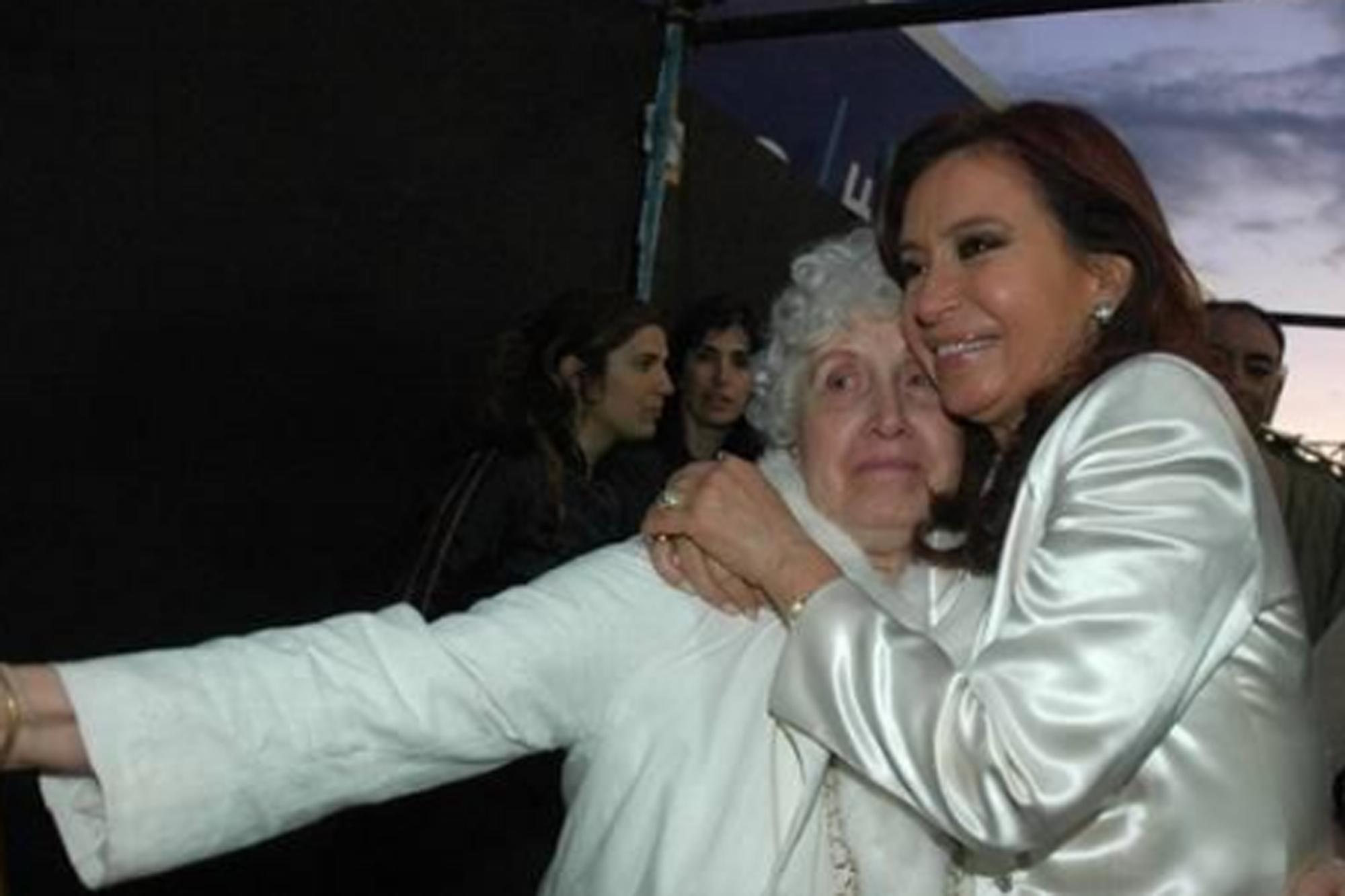 Tendencia en redes: Los políticos expresan sus condolencias a Cristina Kirchner por la muerte de su madre