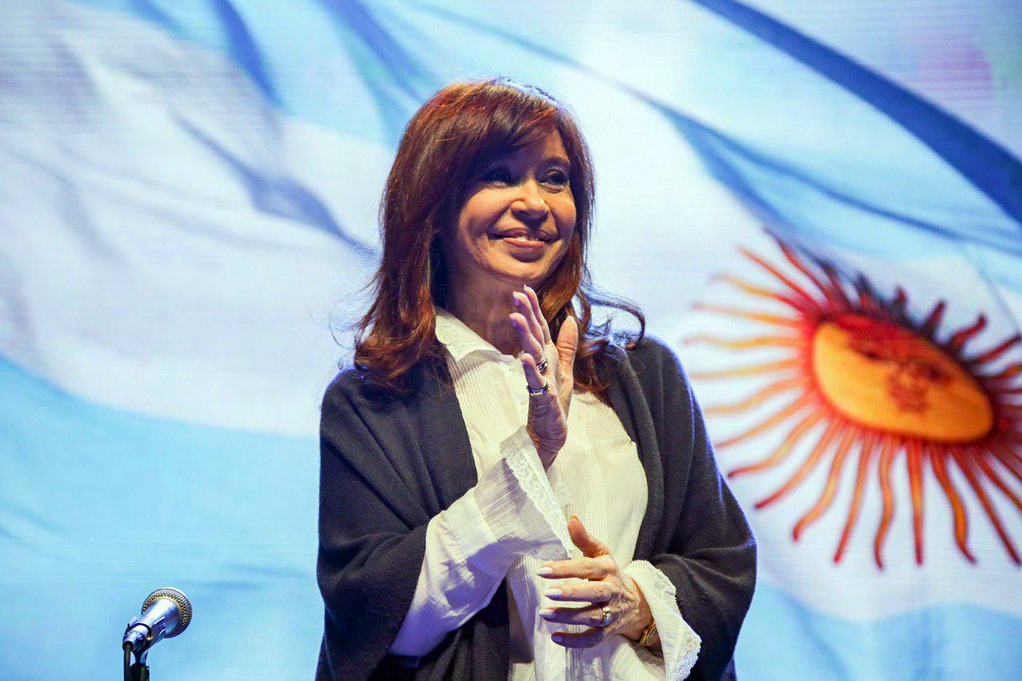 """Cristina Kirchner: """"Nos acusaron de soviéticos, pero este Gobierno es el anticapitalista"""""""