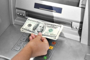 El dólar oficial mayorista subía cinco centavos hasta los $72,62