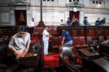 Los últimos retoques en el recinto del Senado antes del traspasopresidencial