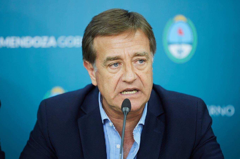 Mendoza recorta los salarios de los funcionarios y Neuquén restringe la circulación