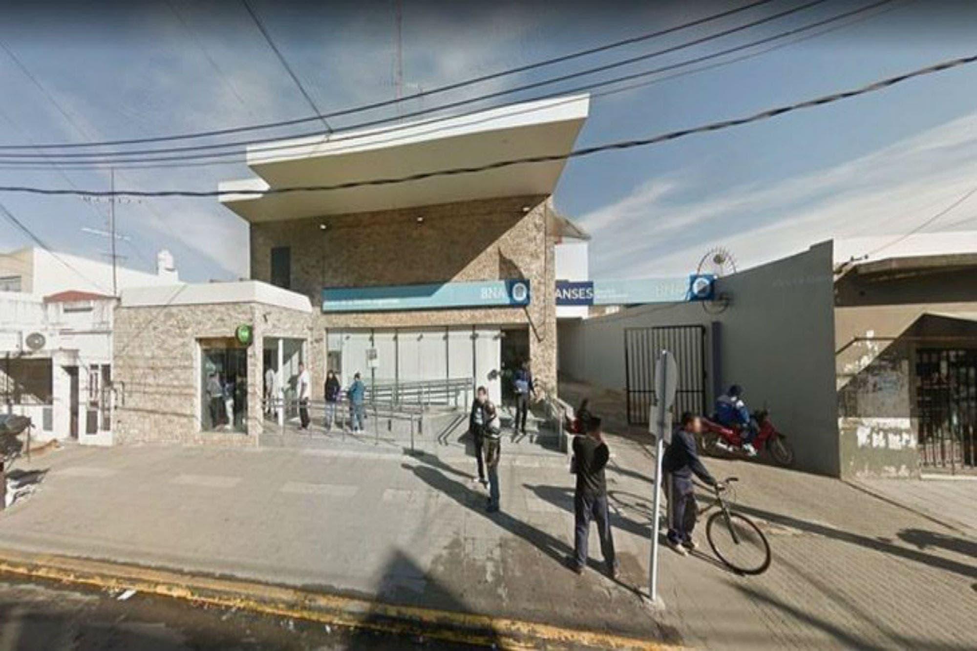 El lunes no habrá bancos durante dos horas por el crimen de un cajero