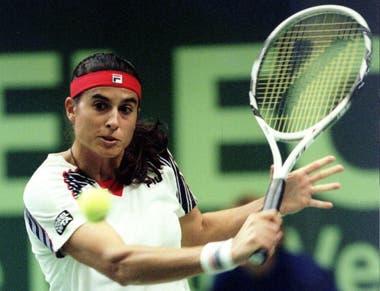 32) El 15 de octubre de 1996, el último partido oficial de Sabatini: perdió, en la 1a ronda de Zurich, con Jennifer Capriati, por 6-3 y 6-4.