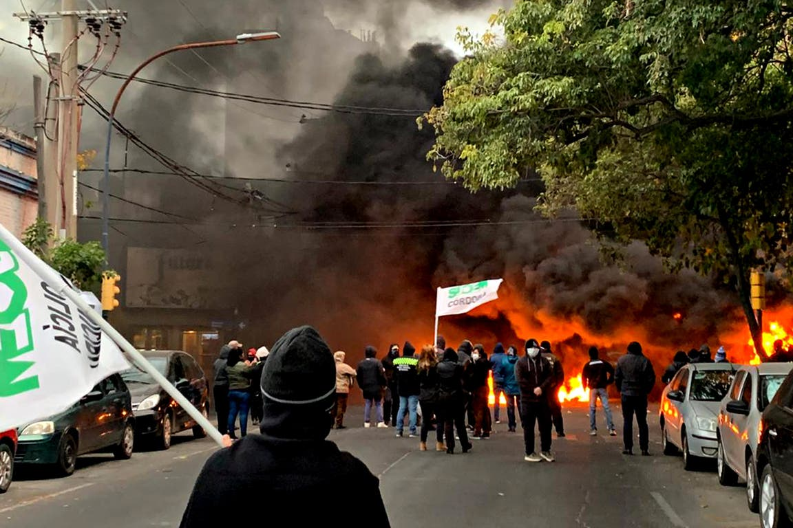 Neumáticos quemados en la protesta de Suoem