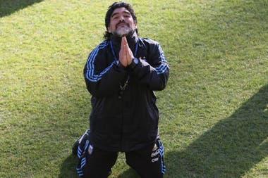 Diego bromea durante un entrenamiento en el Mundial de Sudáfrica