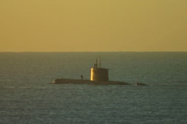 Submarine submerged in the waters of the port of Mar del Plata